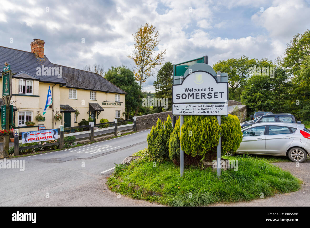 Welcome to Somerset street sign by the Anchor Inn in Exebridge, a village on the border of Devon and Somerset, England - Stock Image