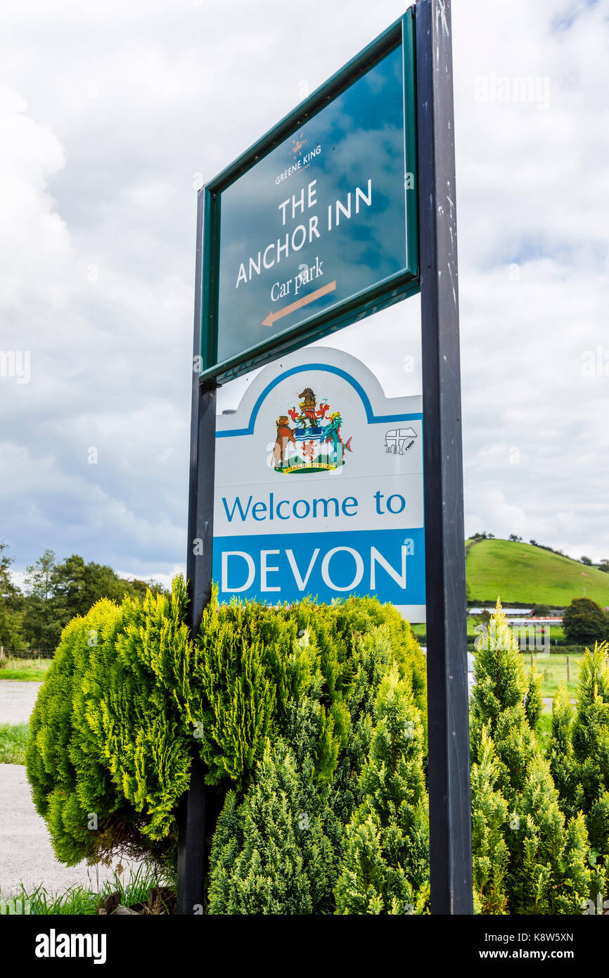 Welcome to Devon street sign and Anchor Inn sign in Exebridge, a village on the border of Devon and Somerset, England - Stock Image