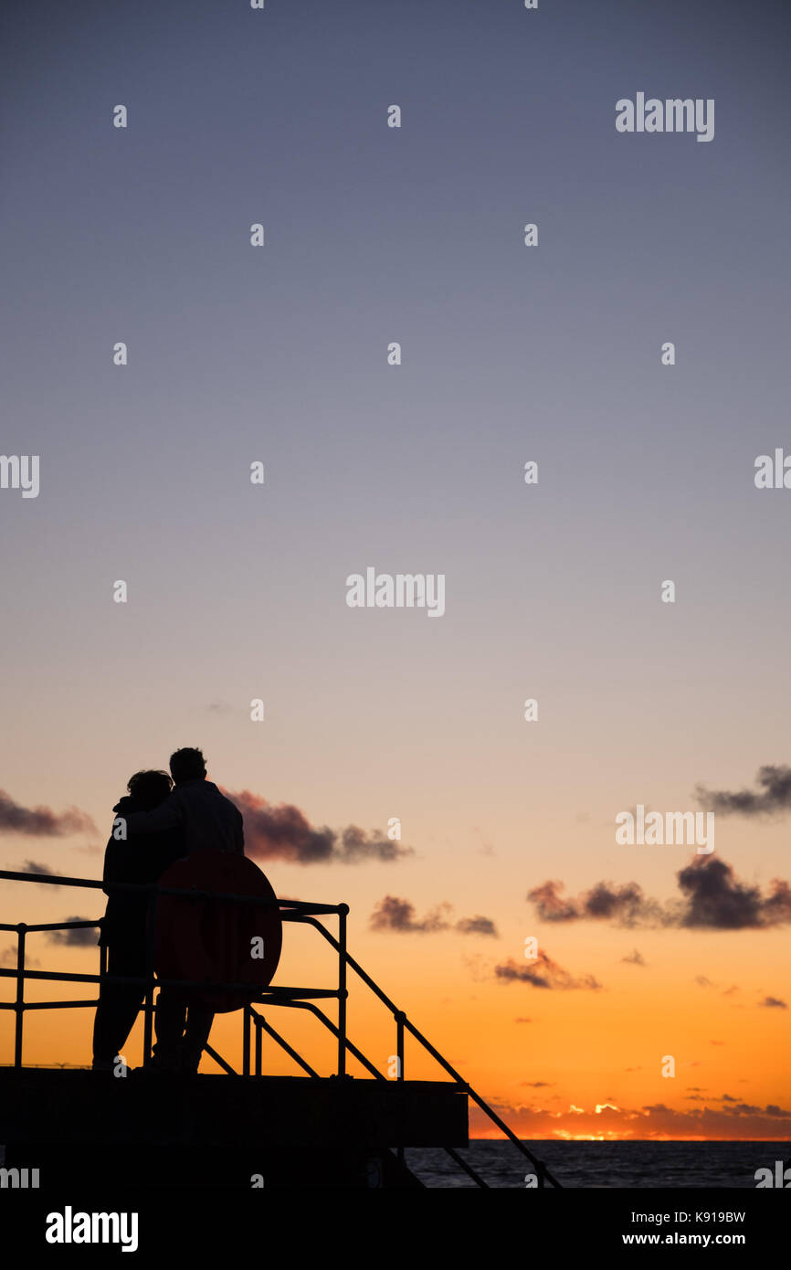 Aberystwyth Wales UK, Thursday 21 September 23017 UK Weather: On the eve of the Autumn Equinox, a couple stand together - Stock Image