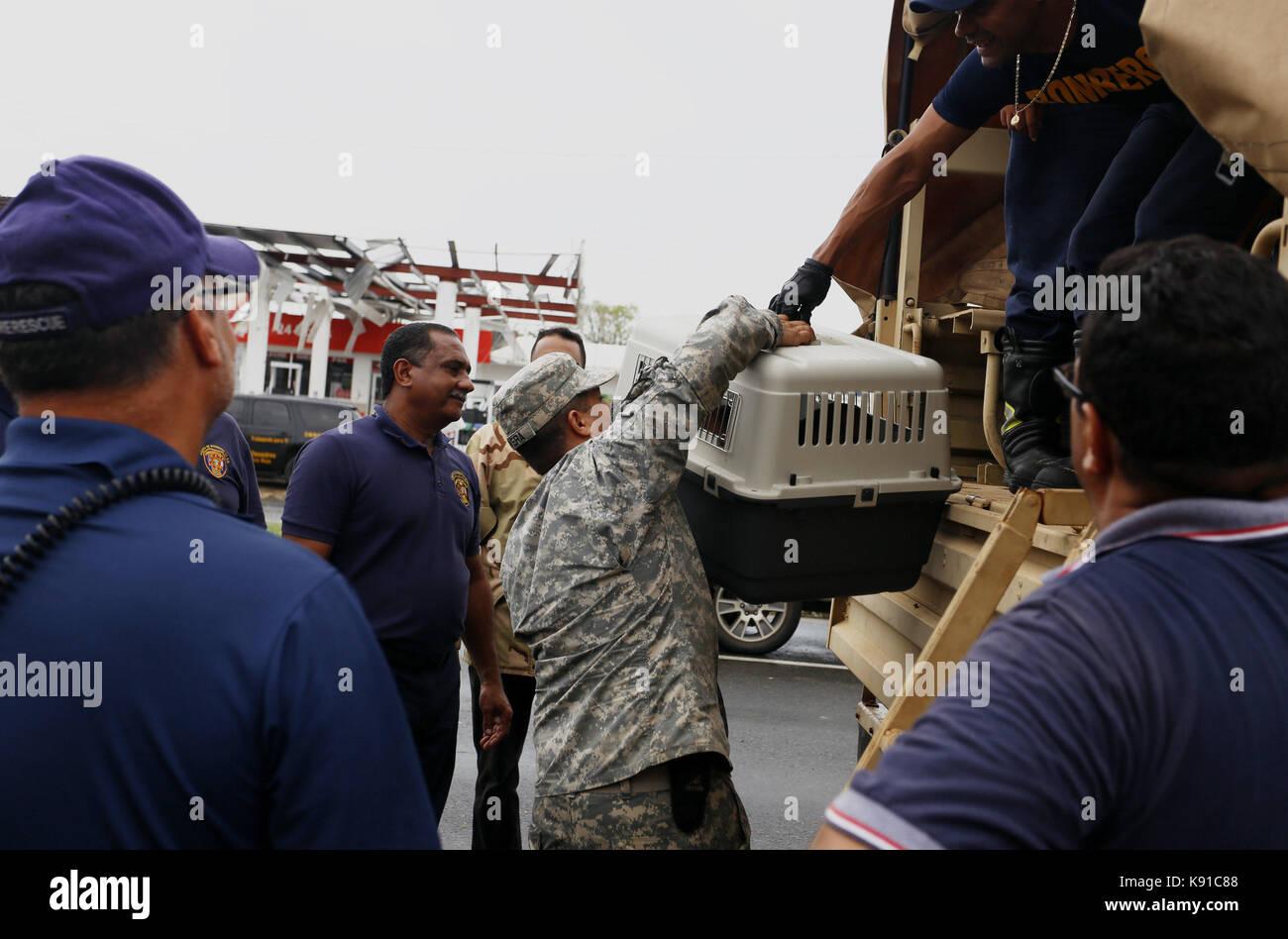 Toa Baja, Puerto Rico. 21st Sep, 2017. Emergencies personnel help neighbors who had to evacuate after hurricane - Stock Image