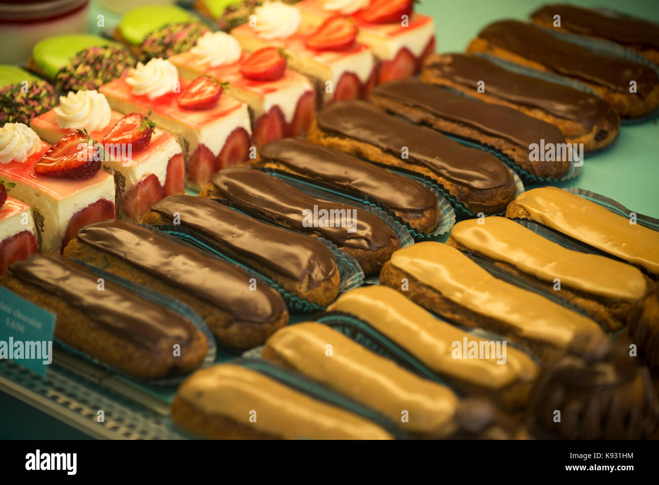 Eclair cakes in a patisserie in Falaise,Calvados, Normandy, France. Aug 2017 - Stock Image