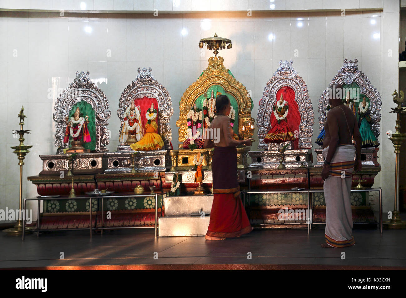 Pettah Colombo Sri Lanka New Kathiresan Kovil Temple Dedicated To War God Murugan Men With Candles By Statues Of - Stock Image
