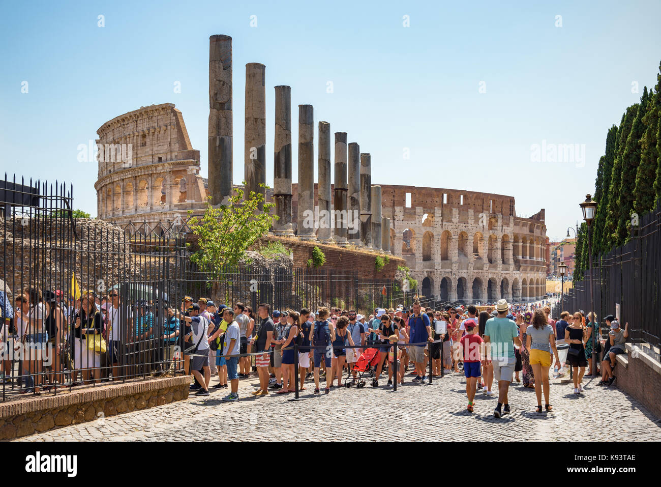Hordes of tourists queuing on Via Sacra to enter the forum, Colosseum in background, Rome, Italy - Stock Image