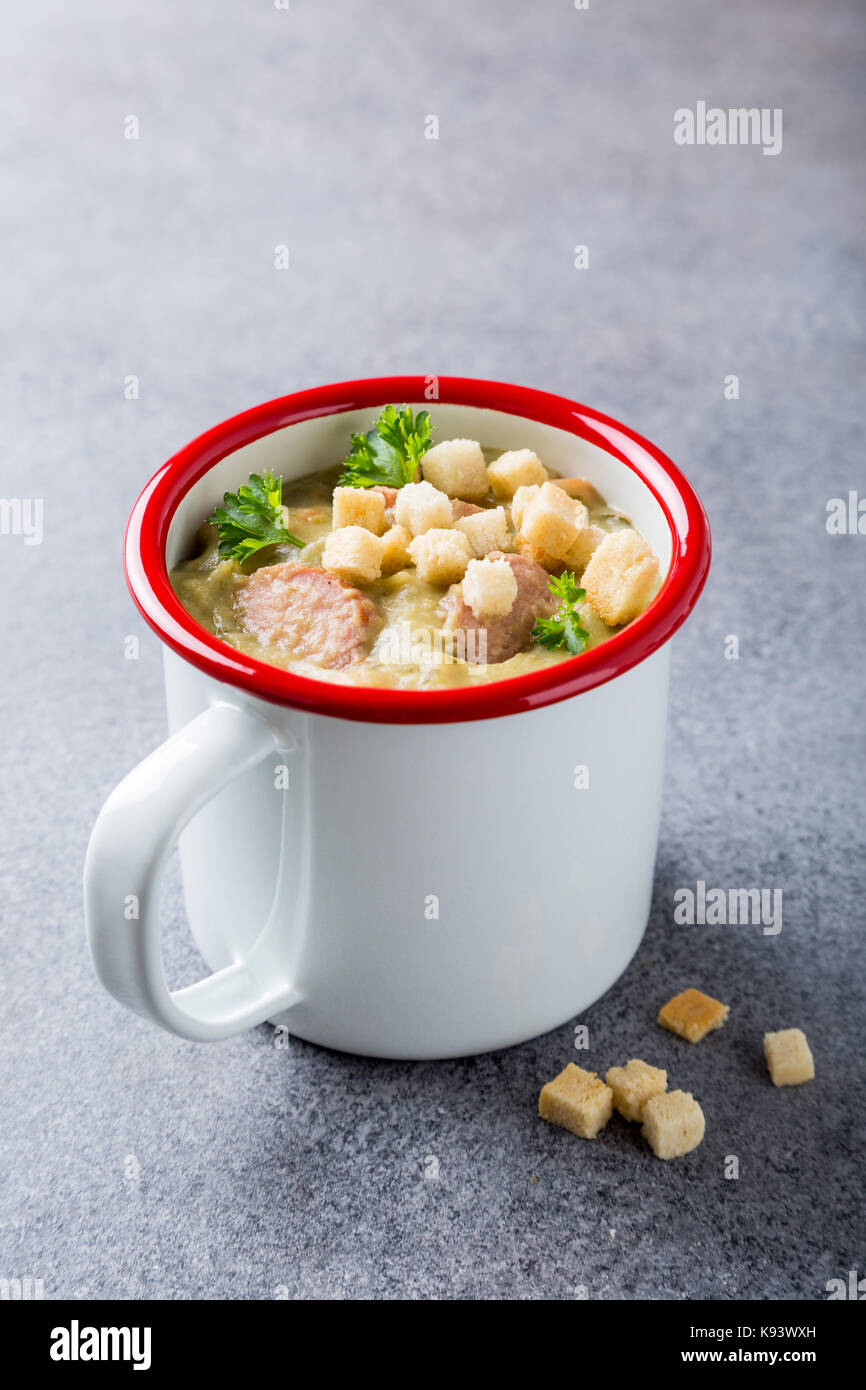 Homemade pea soup with sausage and croutons - Stock Image