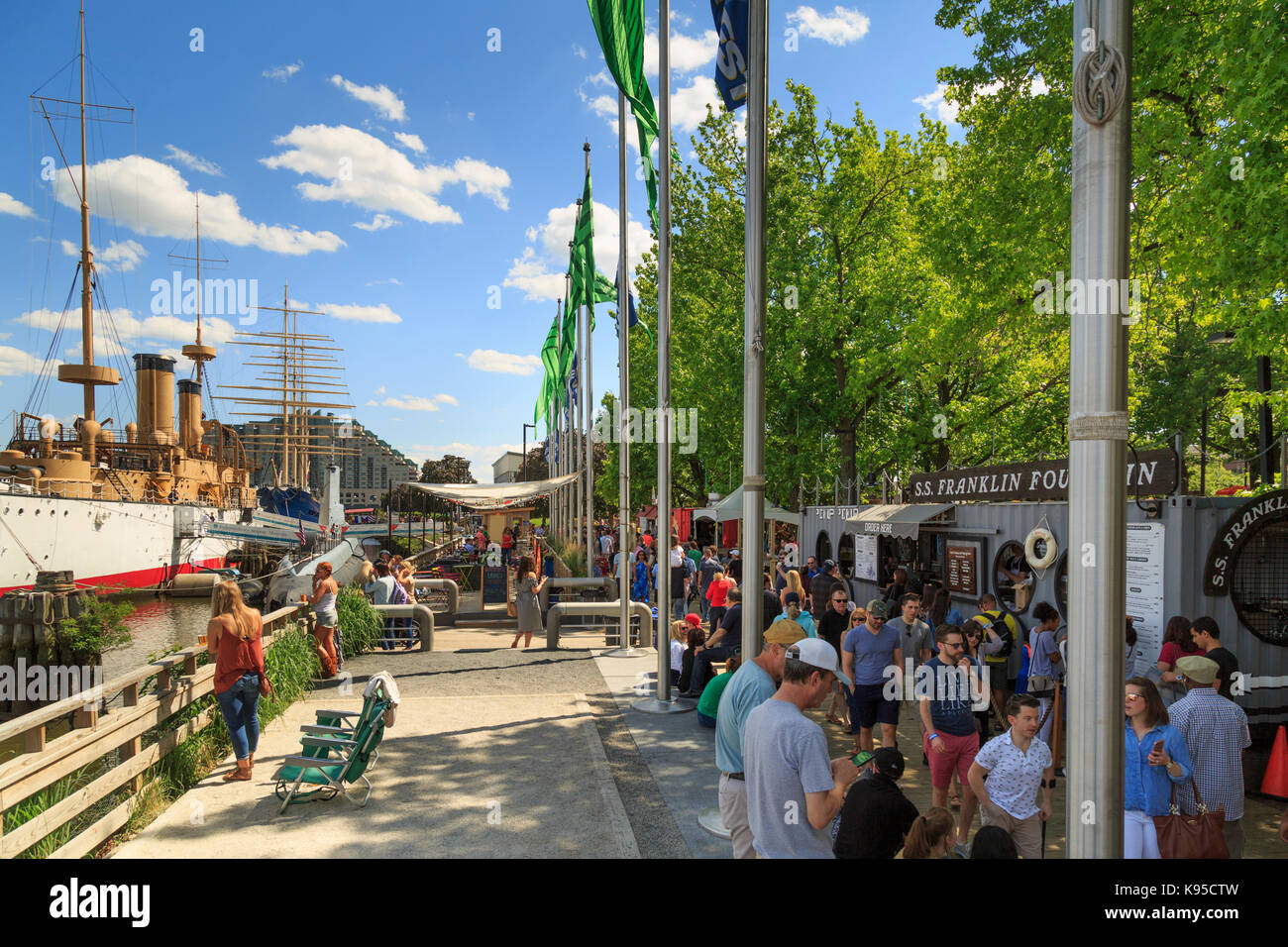 Recycled Shipping Containers made into Cafes at Spruce Harbor Park, Penns Landing, Philadelphia, USA - Stock Image