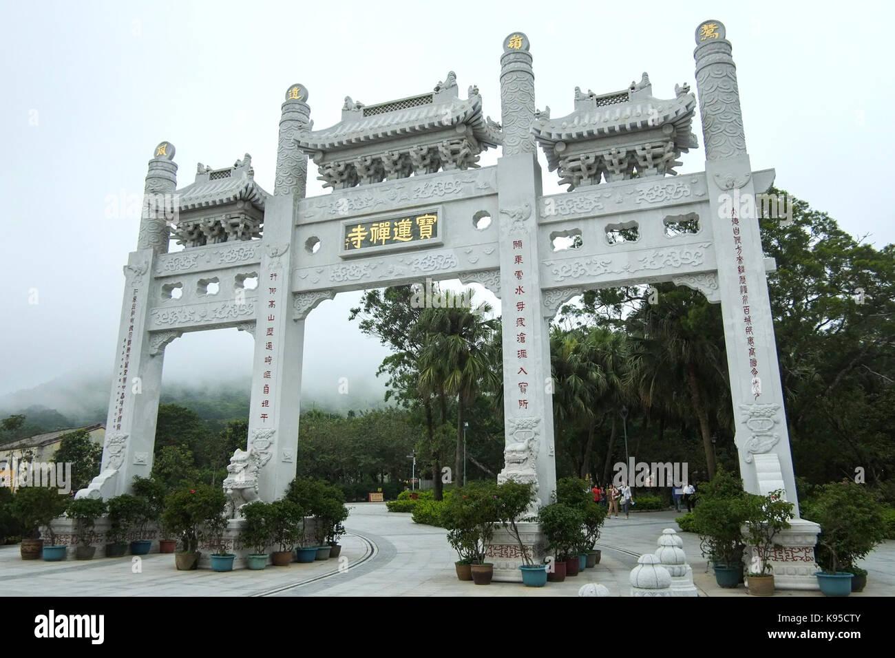 Tian Tan Buddha The Big Buddha and Po Lin Monastery. Arch at the entrance to Po Lin monastery.  © Jayne Russell/Alamy - Stock Image