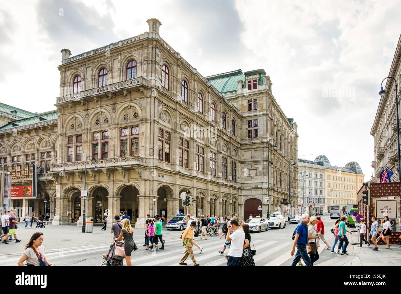VIENNA, AUSTRIA - AUGUST 28: Tourists at the State Opera of  Vienna, Austria on August 28, 2017. - Stock Image