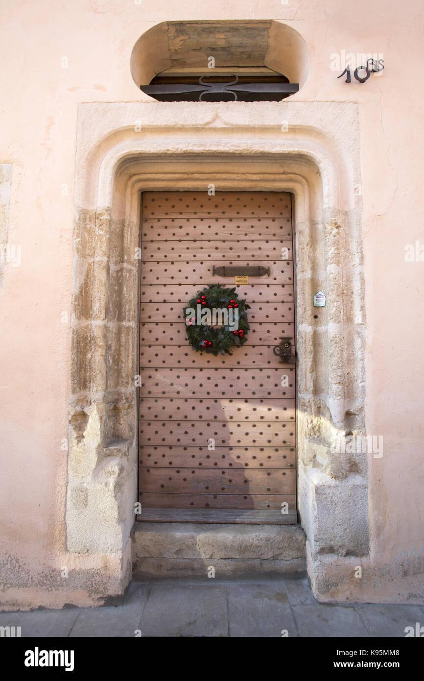 Ancient wooden door with stone door surround and unglazed oriel window Avallon Yonne & Door Surround Stock Photos \u0026 Door Surround Stock Images - Alamy