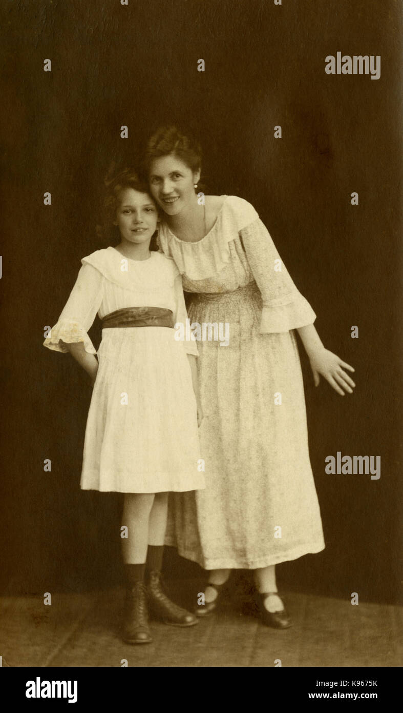 Antique c1920 photograph, aunt and niece studio image. SOURCE: ORIGINAL PHOTOGRAPH. - Stock Image