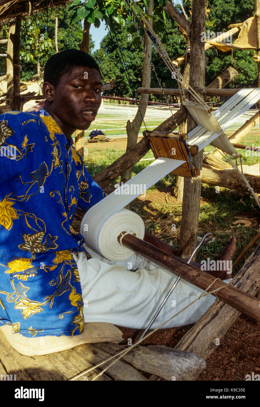Korhogo, Ivory Coast, Cote d'Ivoire.  Young Senoufo Male Weaver at his Loom. - Stock Image