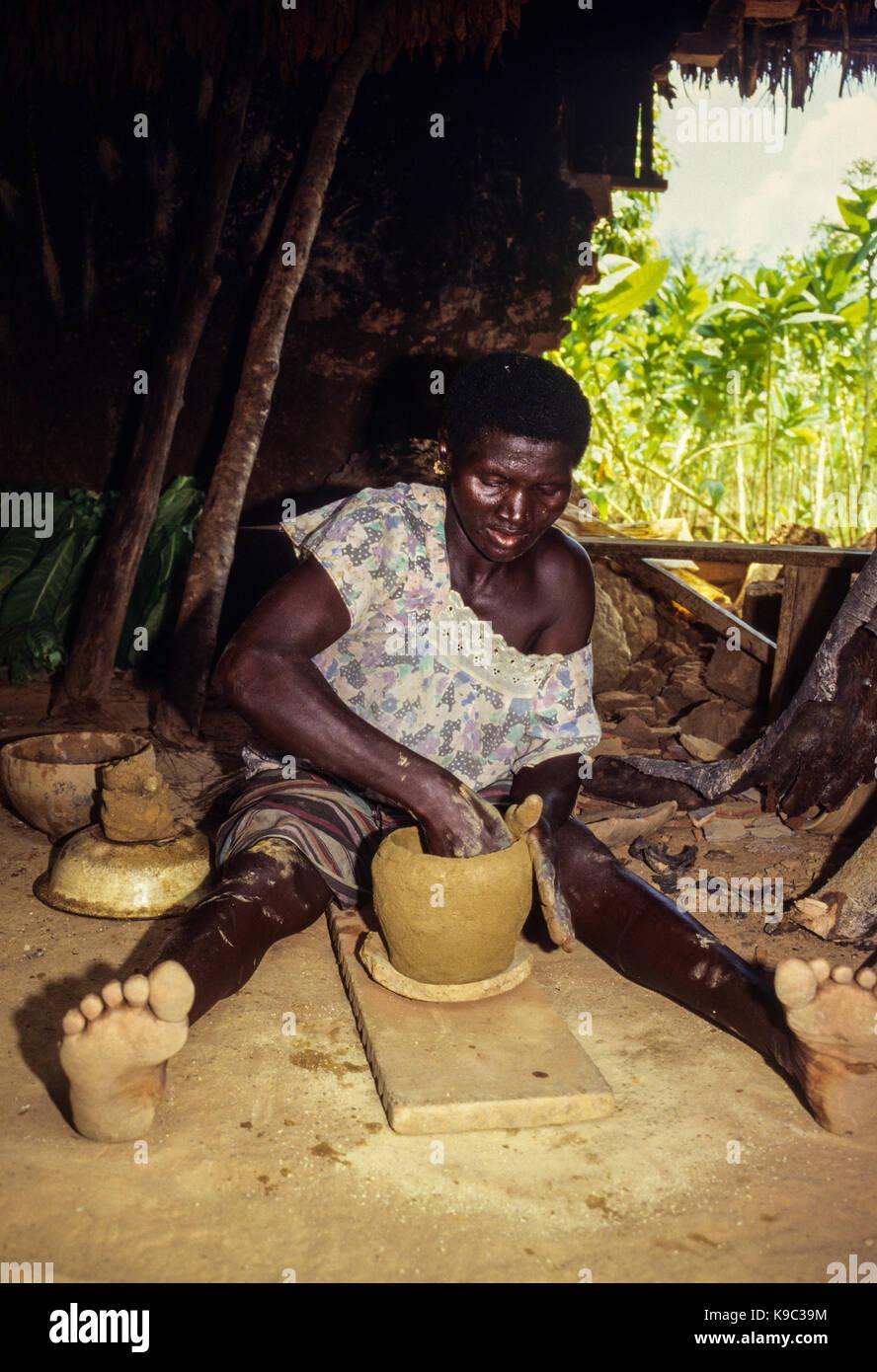 Tabakala, Ivory Coast, Cote d'Ivoire.  Senoufo Woman Making a Clay Pot. - Stock Image