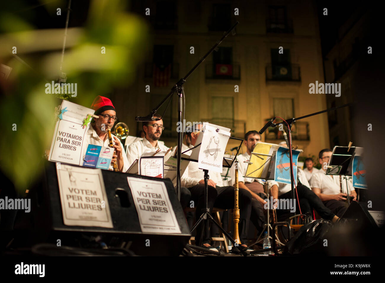 Barcelona, Catalonia. 22nd Sep, 2017. Spain. September 22th, 2017. Members of the orchestra of musicians who enliven - Stock Image