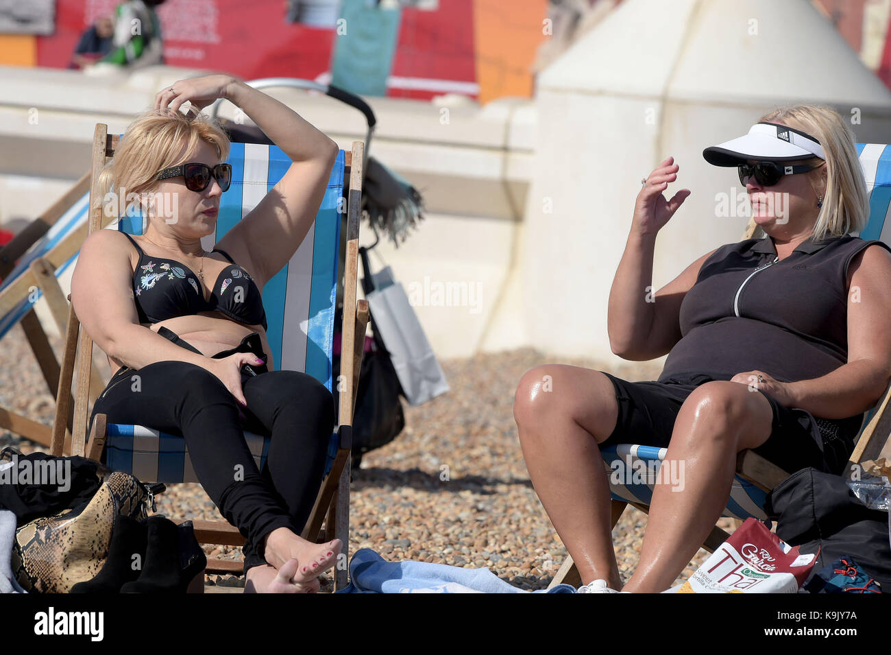 Brighton East Sussex UK. 23rd Sep, 2017. Visitors to Brighton make the most of the Indian Summer as the early Autumn Stock Photo