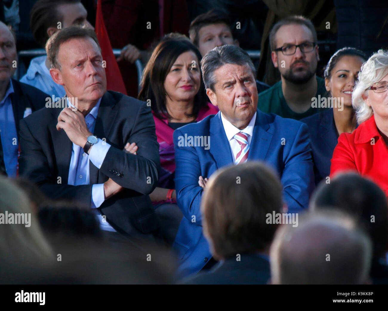 Thomas Oppermann, Sigmar Gabriel u.a. - Wahlkampfauftritt des Kanzlerkandidaten der SPD, Gendarmenmarkt, 12. September - Stock Image