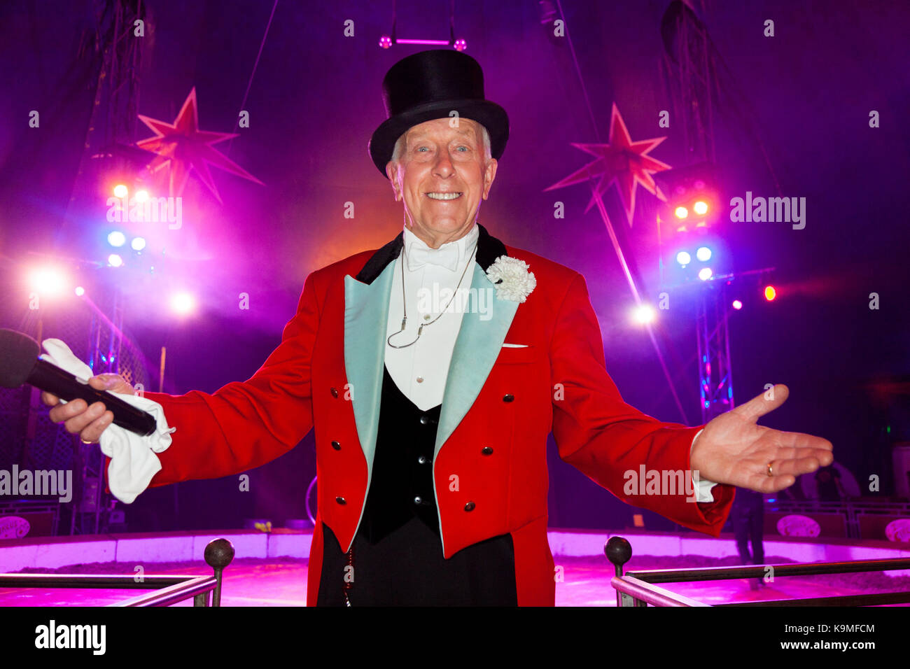 Norman Barrett, MBE, shown at Zippos Cirus. He is a veteran British circus ringmaster. (90) - Stock Image