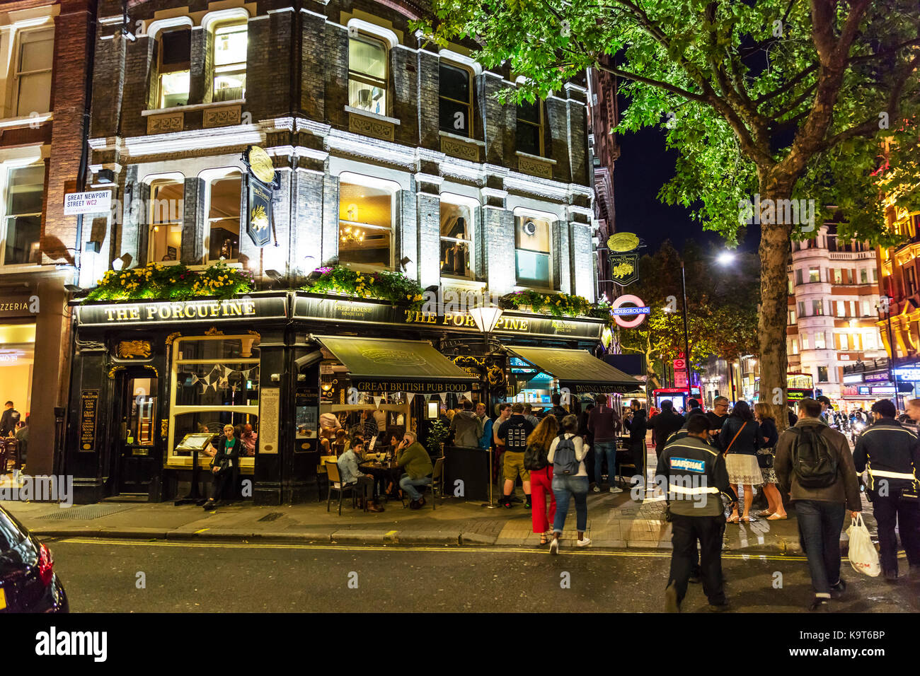 London nightlife, London pub, London bar, The Porcupine London bar, Nightlife London, London city nightlife, drinking - Stock Image