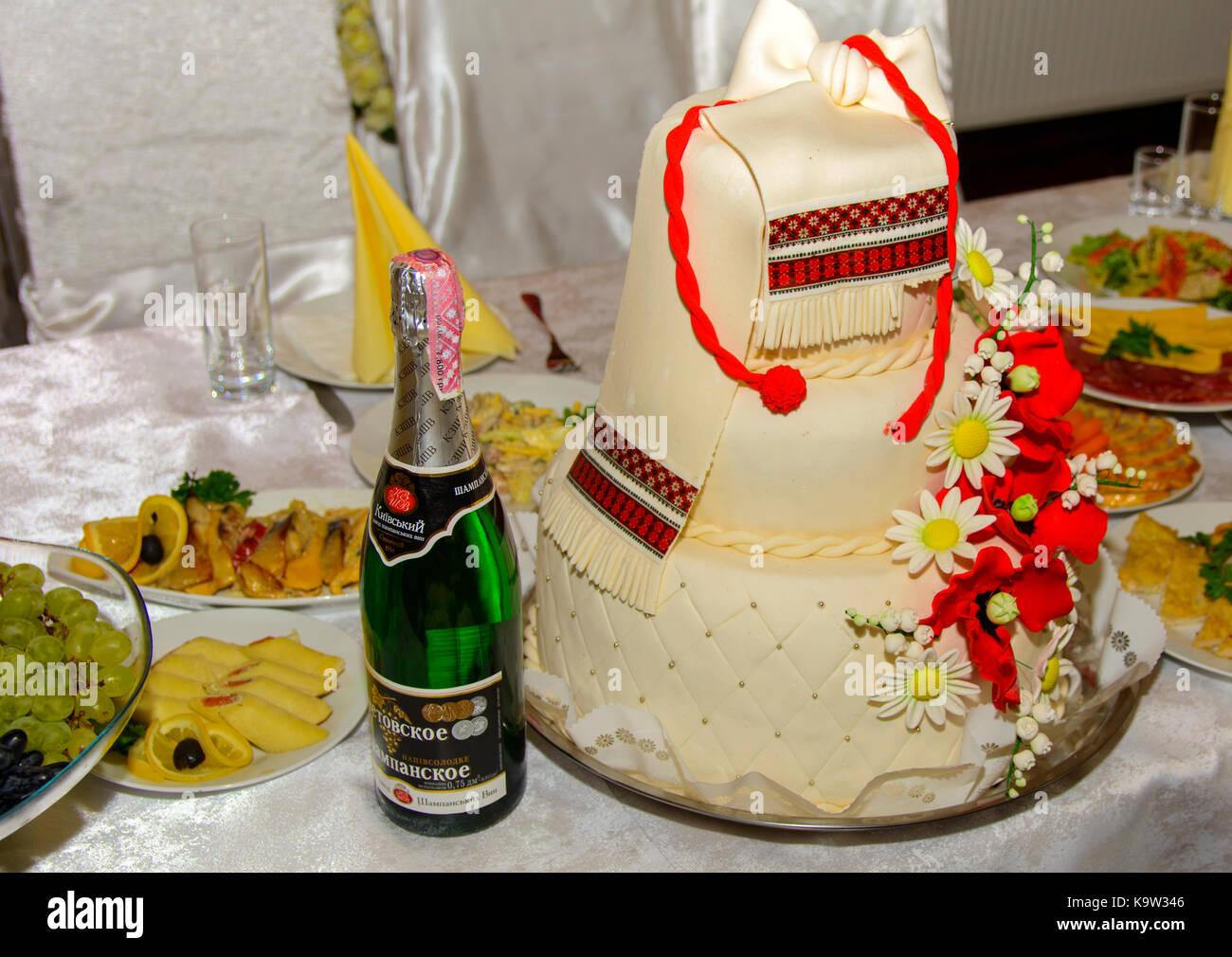 Sugar Powdered Wedding Cake Stock Photos & Sugar Powdered Wedding ...