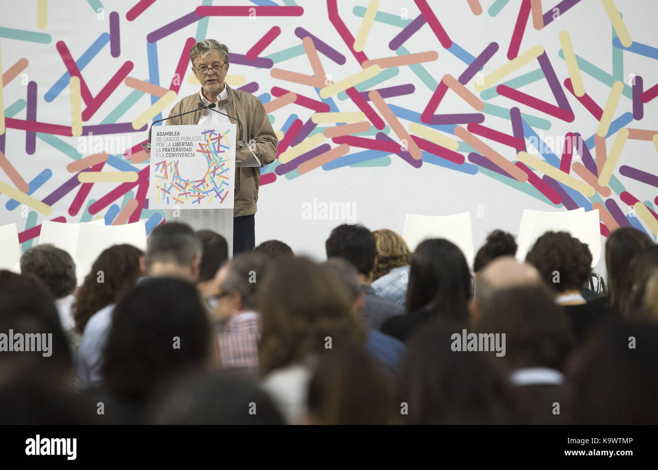 Zaragoza, Spain. 24th Sep, 2017. Zaragoza's Mayor, Pedro Santisteve, delivers a speech at the Public Office Assembly Stock Photo