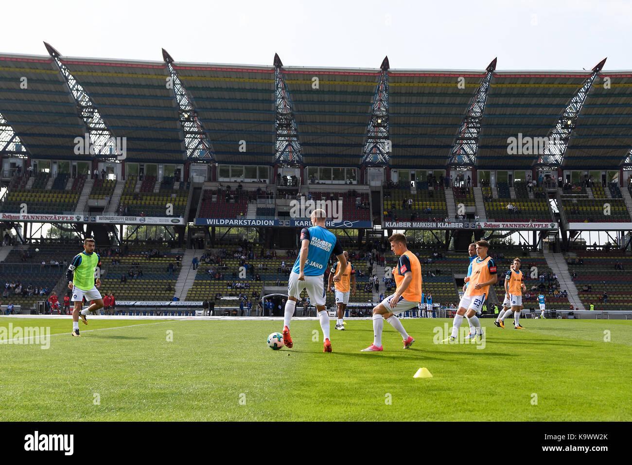 Karlsruhe, Deutschland. 24th Sep, 2017. Spieler des KSC beim Aufwaermen. GES/ Fussball/ 3. Liga: Karlsruher SC  - Stock Image