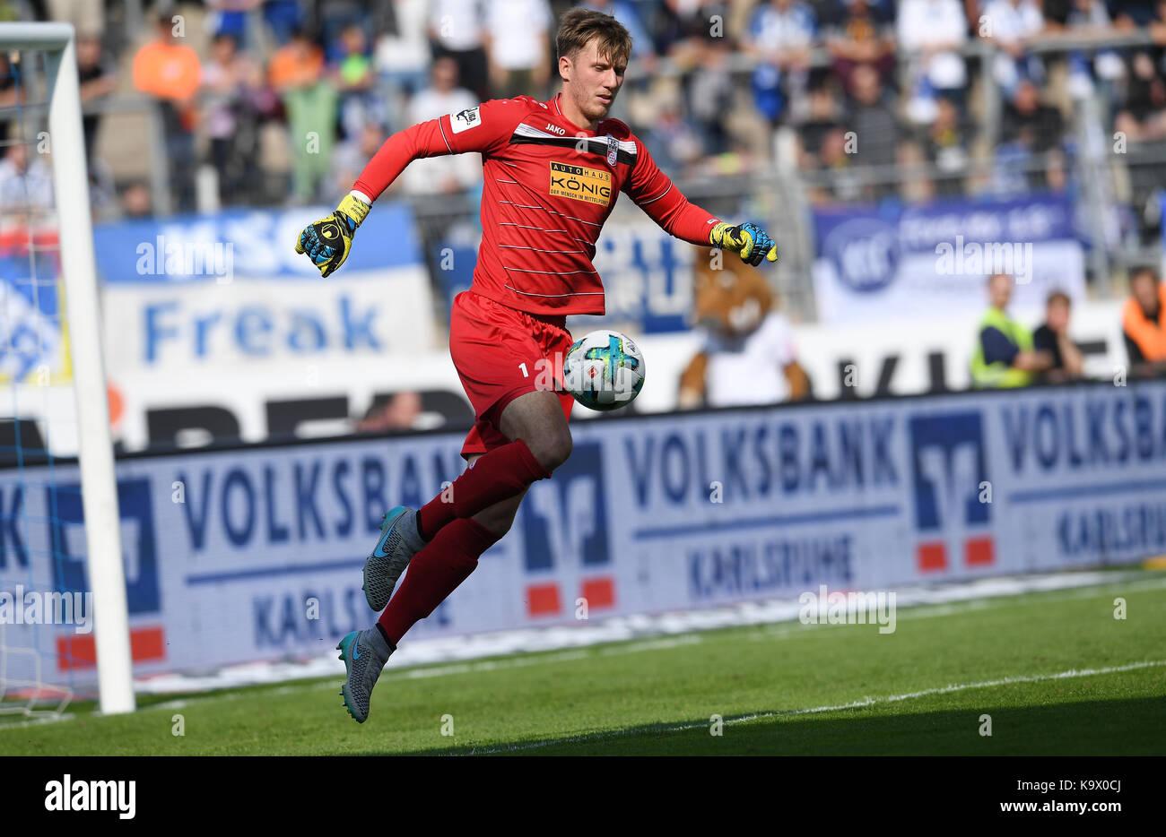 Karlsruhe, Deutschland. 24th Sep, 2017. Einzelaktion/Freisteller Torwart Philipp Klewin (RW). GES/ Fussball/ 3. - Stock Image
