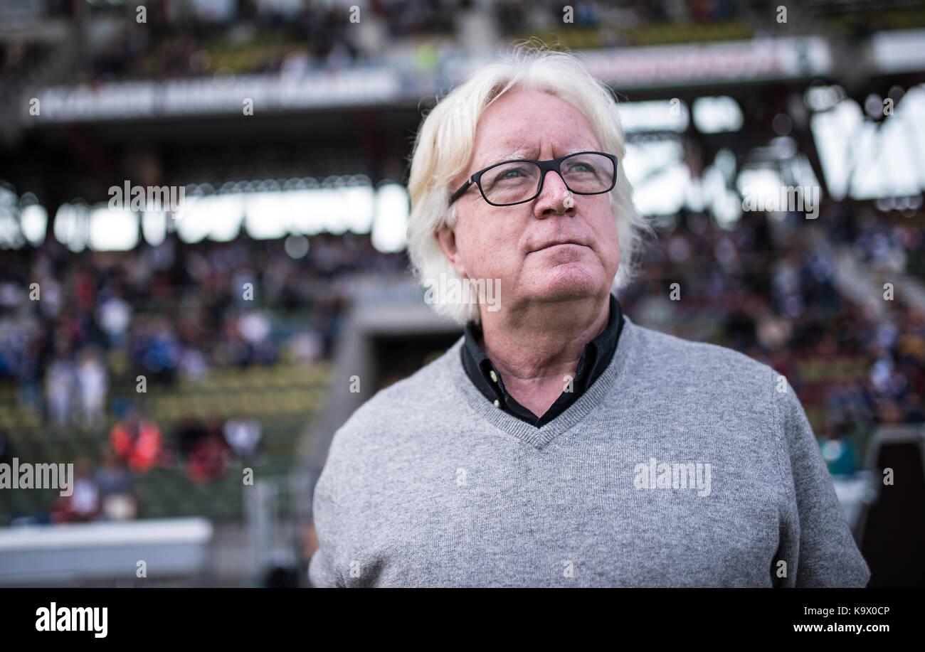 Karlsruhe, Deutschland. 24th Sep, 2017. Portrait, Portraet, Portrat, Kopf Winfried Schaefer. GES/ Fussball/ 3. Liga: - Stock Image