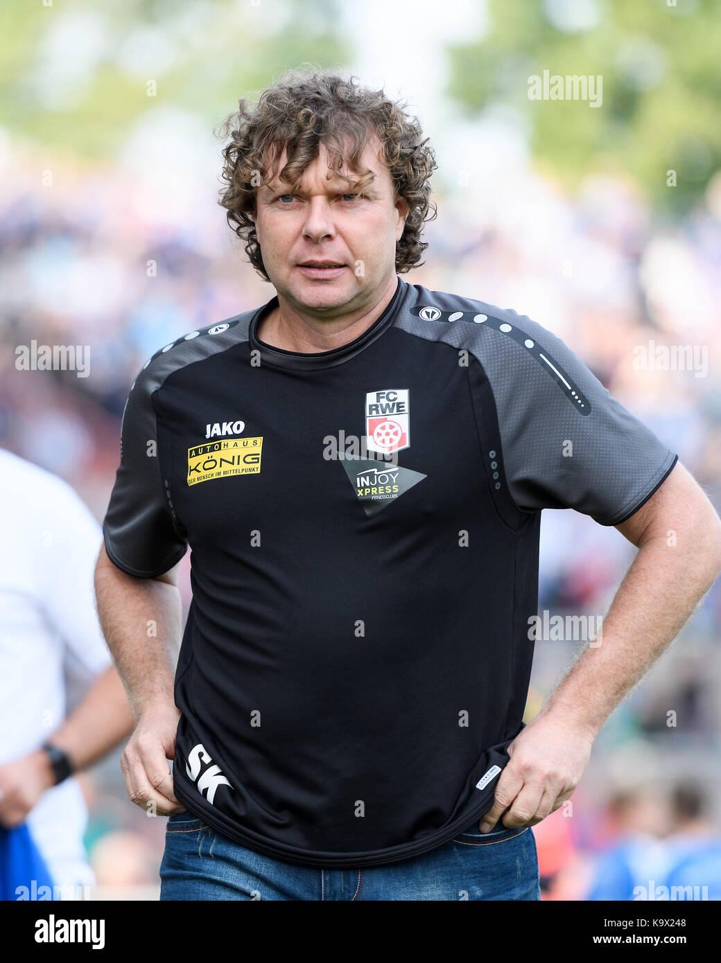 Karlsruhe, Deutschland. 24th Sep, 2017. Trainer Stefan Kraemer (RW). GES/ Fussball/ 3. Liga: Karlsruher SC - FC - Stock Image