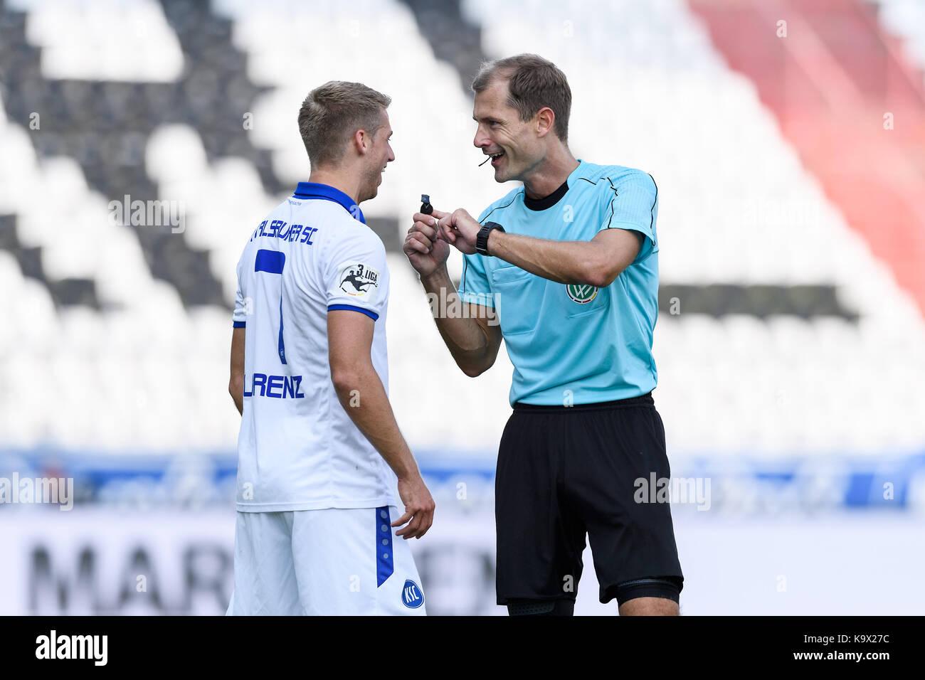 Karlsruhe, Deutschland. 24th Sep, 2017. Marc Lorenz (KSC), Schiedsrichter Rene Rohde. GES/ Fussball/ 3. Liga: Karlsruher - Stock Image