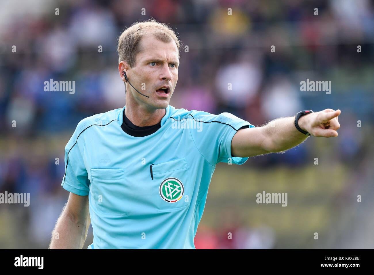 Karlsruhe, Deutschland. 24th Sep, 2017. Schiedsrichter Rene Rohde. GES/ Fussball/ 3. Liga: Karlsruher SC - FC Rot - Stock Image