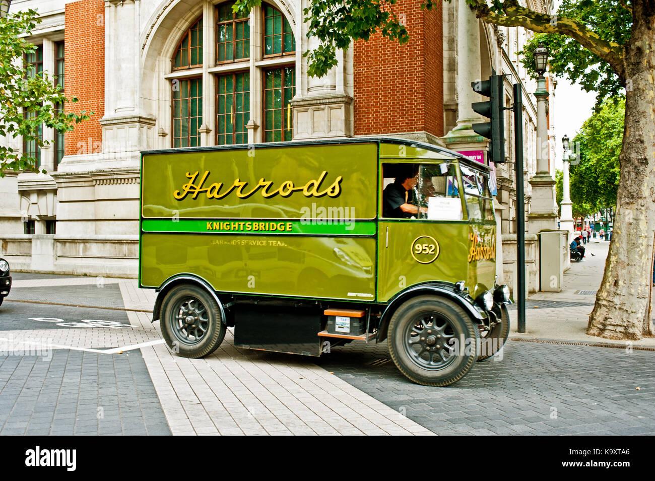 Harrods Van, Cromwell Road, Royal Borough of Chelsea London - Stock Image