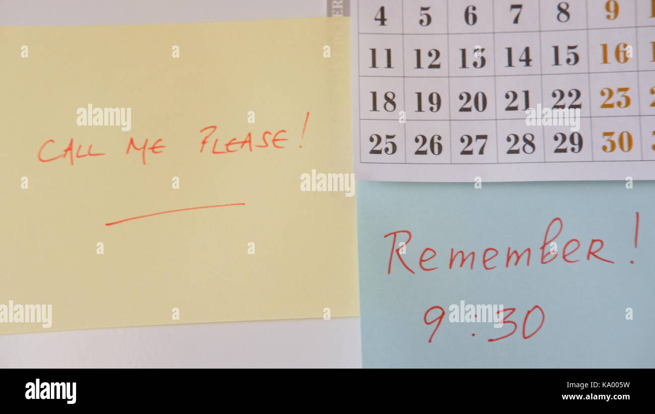 POST IT NOTE WITH CALL ME PLEASE AND WITH REMINDER FOR APPOINTMENT, FRIDGE STICKIES - Stock Image