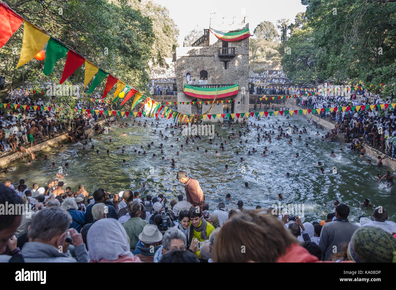 Crowd swimming in the Fasilides pond during a timkat ceremony in Gondar, Ethiopia - Stock Image