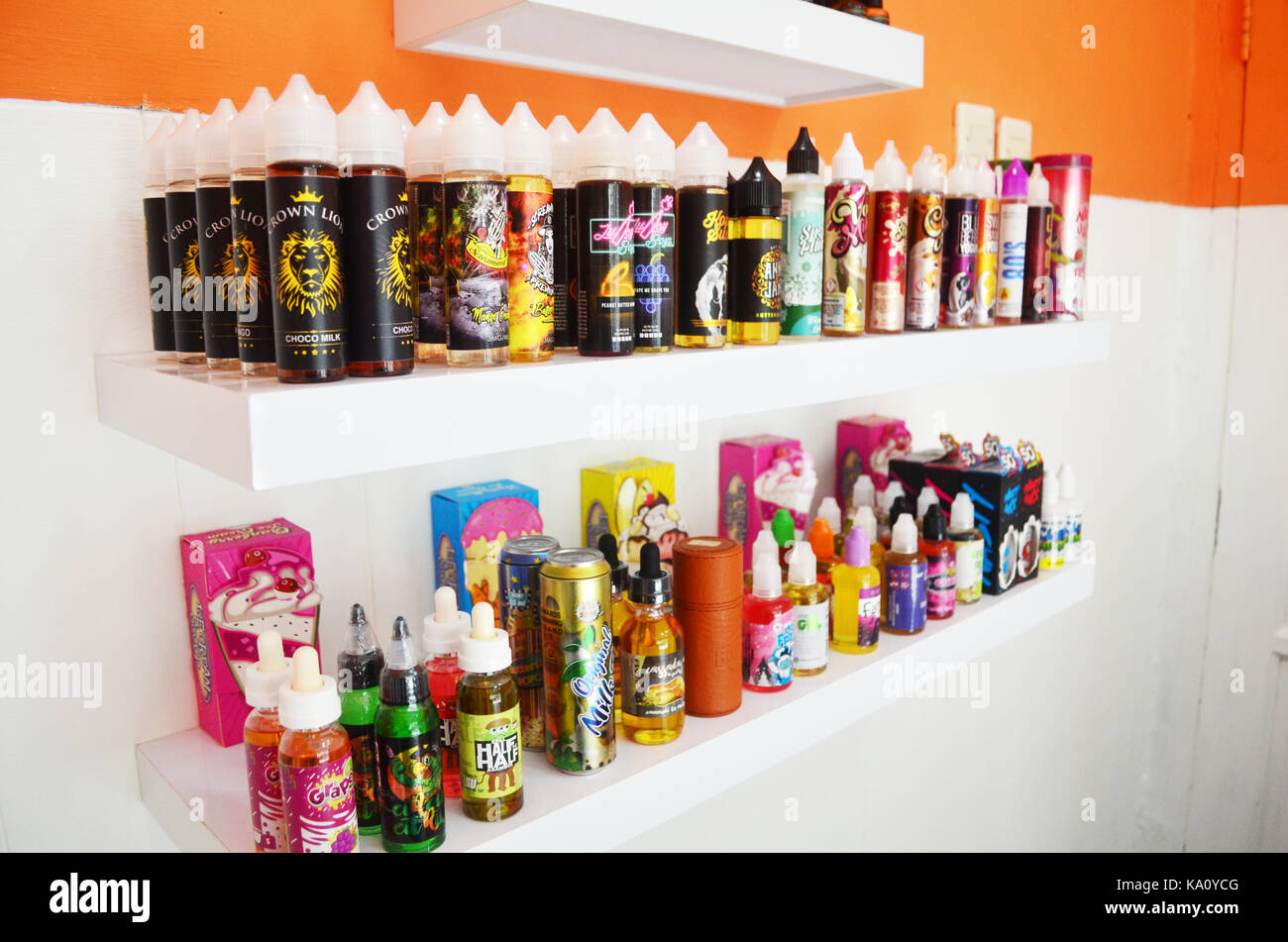 vape liquid and tools - Stock Image