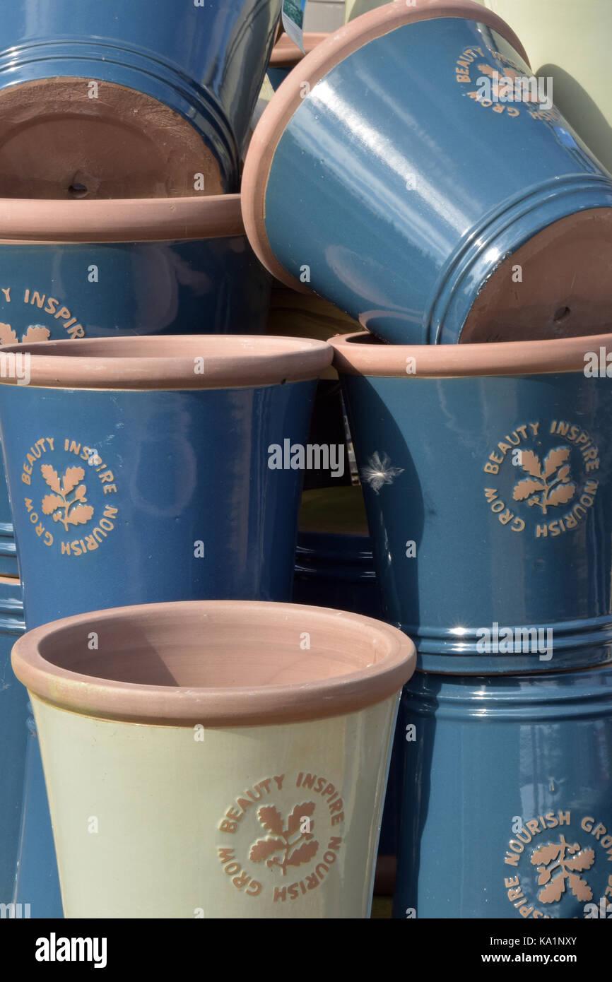 Plant Pots For Sale Stock Photos & Plant Pots For Sale Stock Images ...