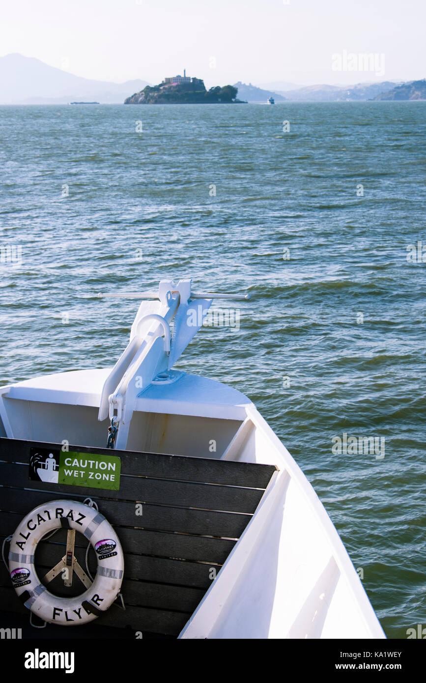 Tour boat headed to Alcatraz Island in San Francisco Bay - Stock Image