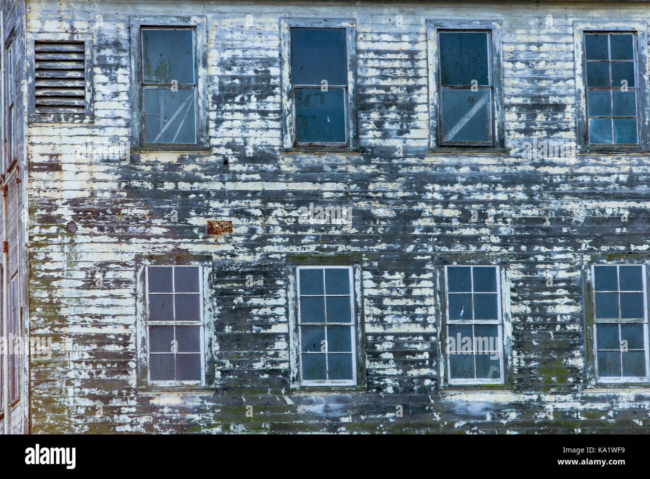 Derelict old building with windows on Alcatraz Island, San Francisco Bay - Stock Image