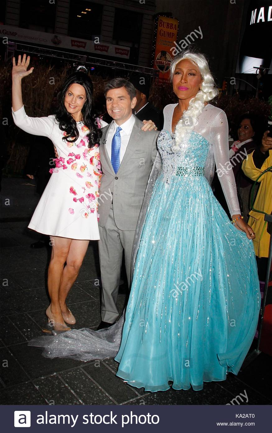 Alexandra Wentworth George Stephanopoulos and Robin Roberts. u0027Good Morning Americau0027 celebrates Halloween in NYCu0027s Times Square.  sc 1 st  Alamy & Alexandra Wentworth George Stephanopoulos and Robin Roberts. u0027Good ...