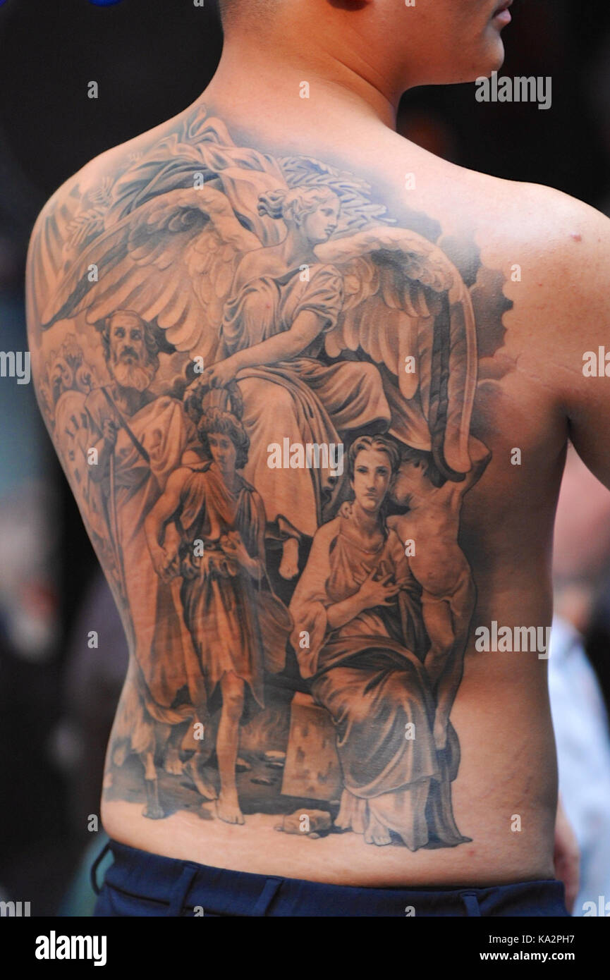 London Uk 24th September 2017 A Man With A Whole Back Tattoo