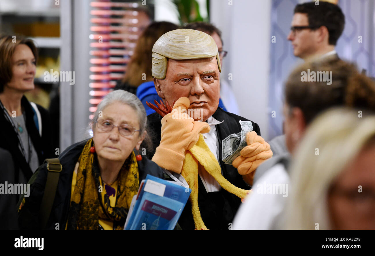 Brighton, UK. 25th Sep, 2017. A spoof Donald Trump character walks amongst the delegates at the Labour Party Conference - Stock Image