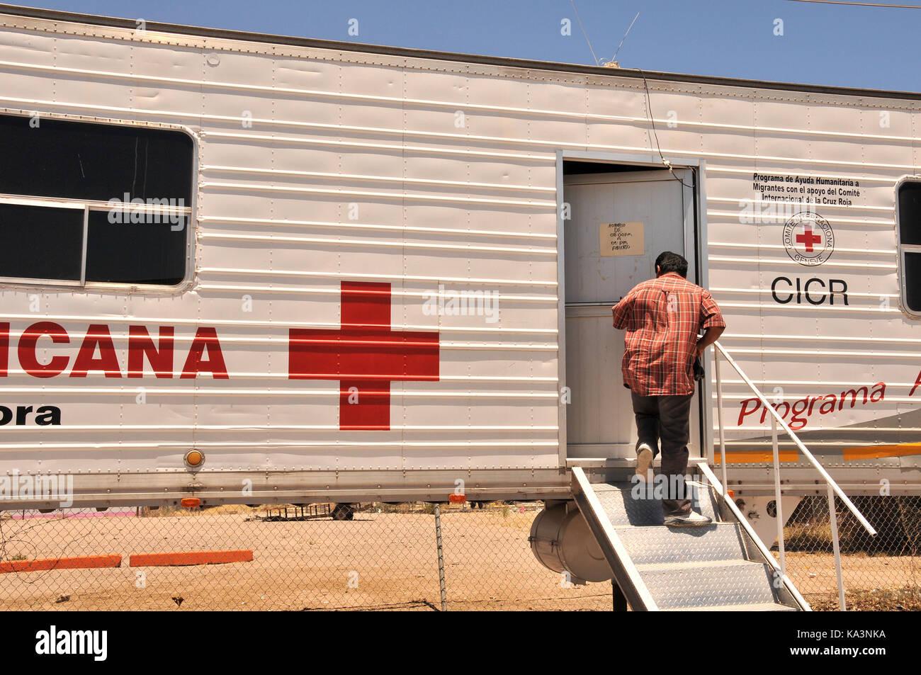Programa de Ayuda Humanitaria a Migrantes in conjunction with the International Red Cross provides humanitarian - Stock Image