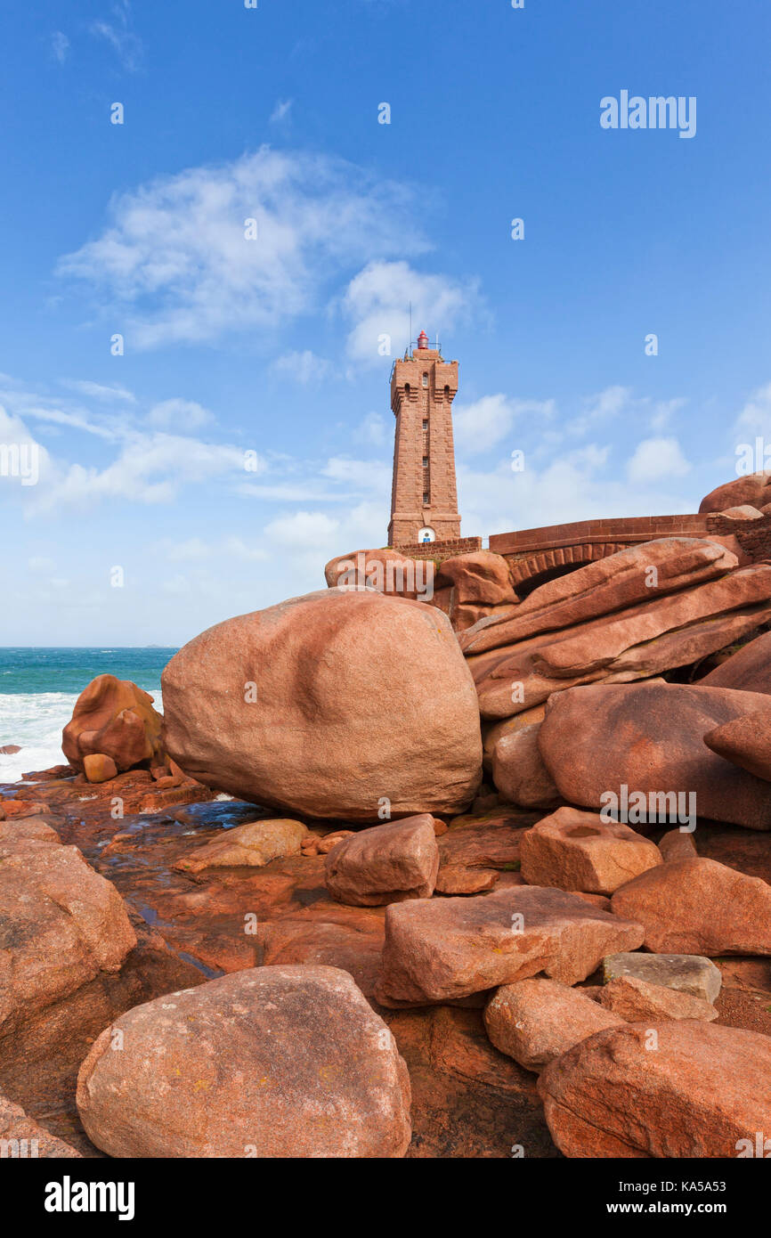 Famous lighthouse of Ploumanac'h in Brittany between large granite boulders - Stock Image
