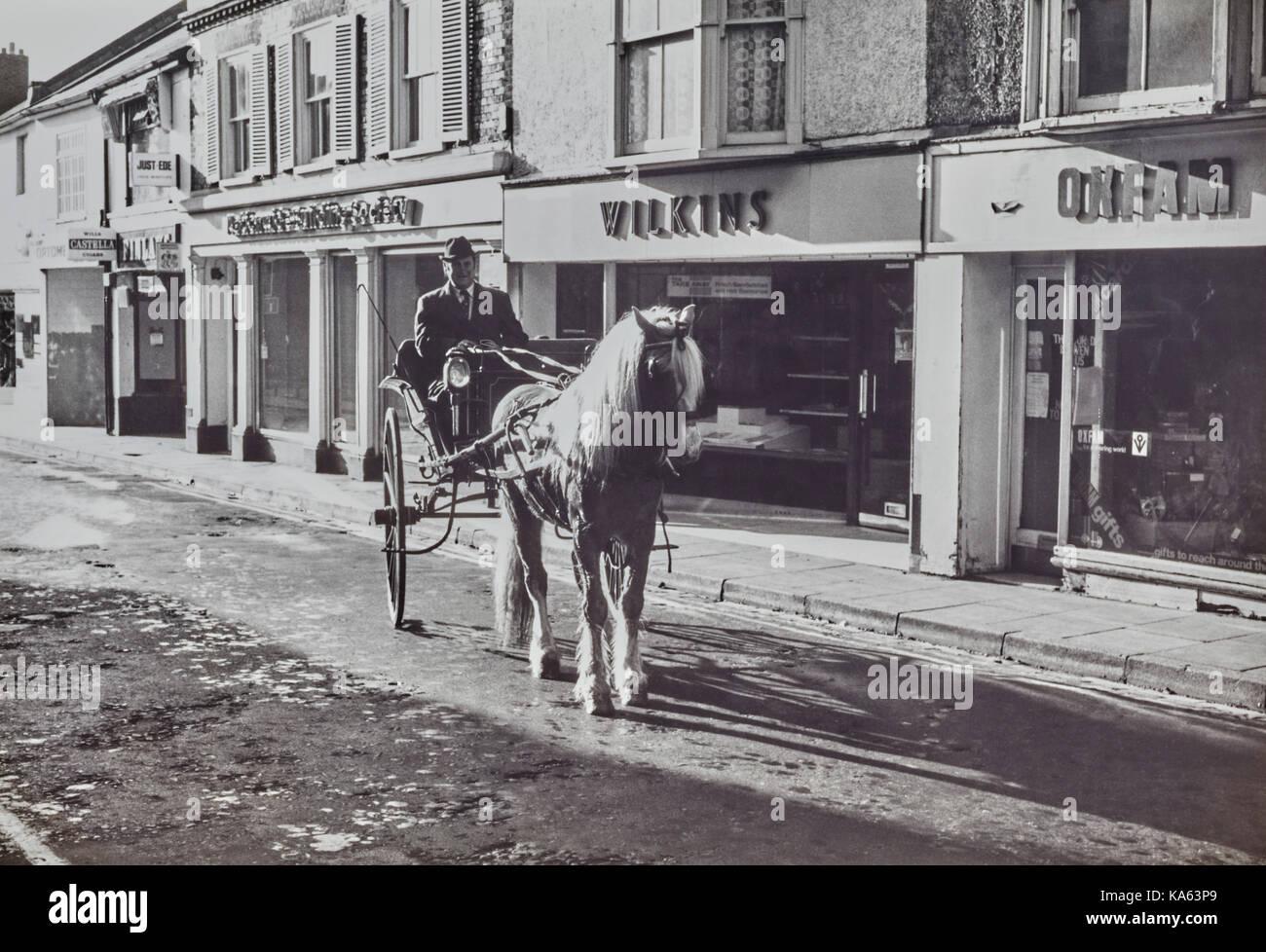 Man and pony cart in Cosham High Street 1981 Stock Photo