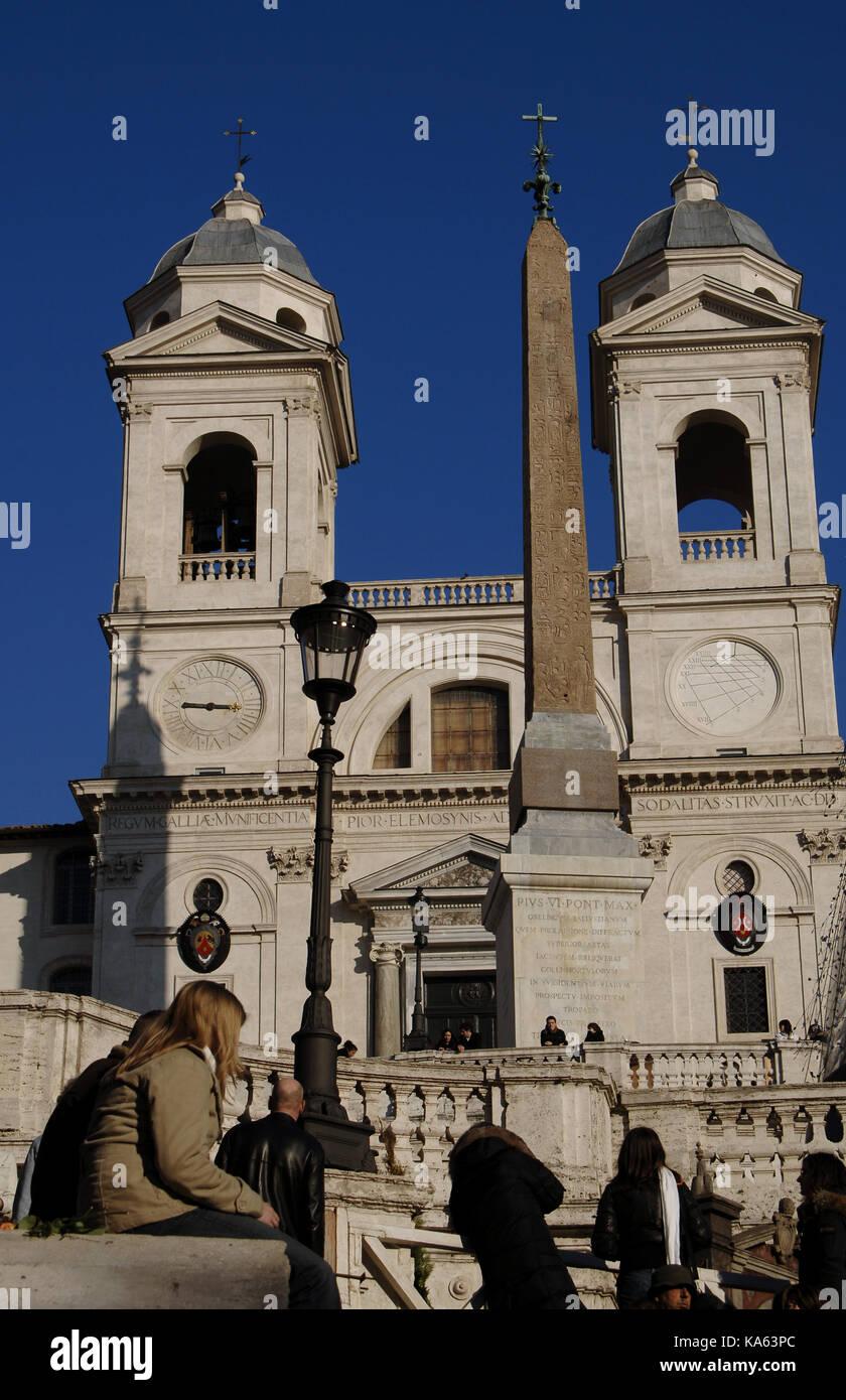 Italy. Rome. Obelisk in front of the Church of Santa Trinita dei Monti. Spanish steps. - Stock Image