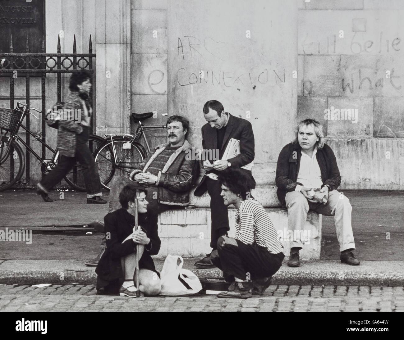 Actors resting in Covent Garden in 1982 - Stock Image
