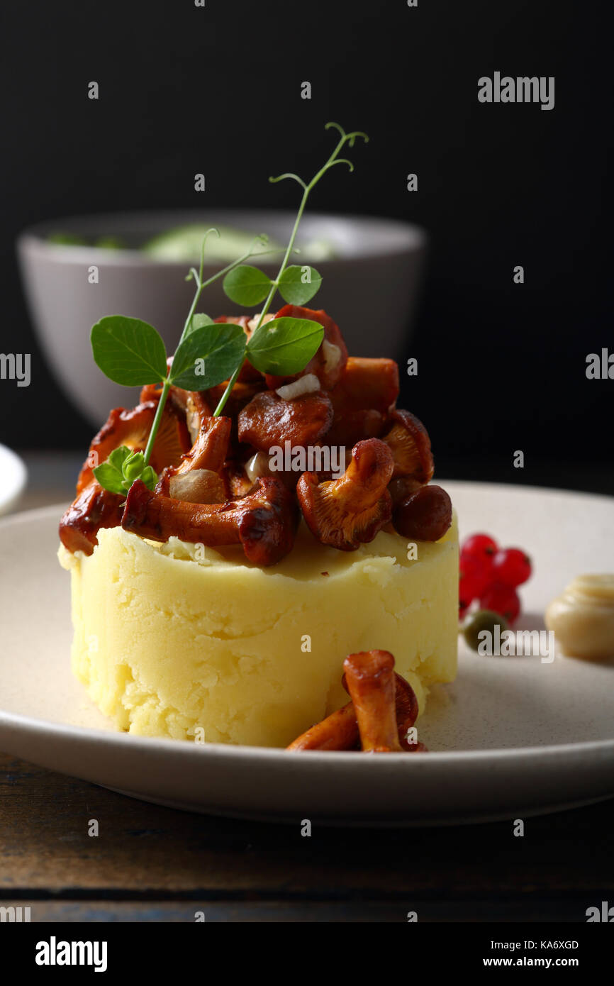 potatoes and wild mushrooms on plate - Stock Image
