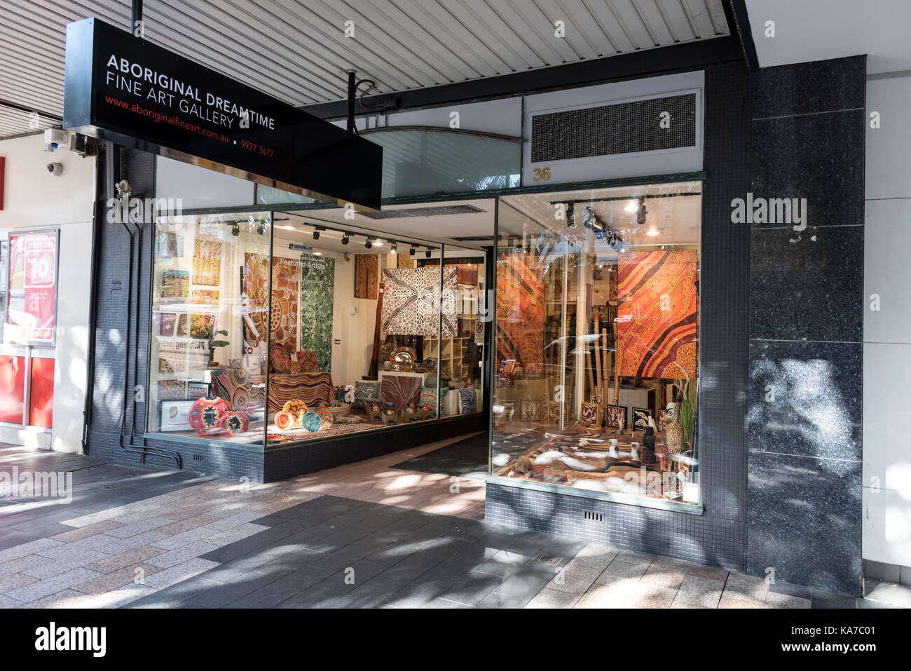 An Aboriginal art store in The Corso, a pedestrian and main shopping street in  Manly in New South Wales, Australia. - Stock Image