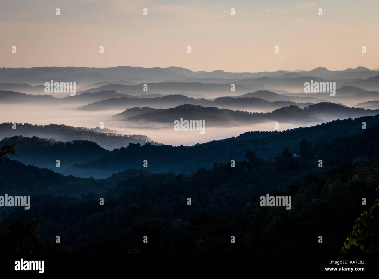 Morning fog covers the valleys in Central Appalachia. - Stock Image