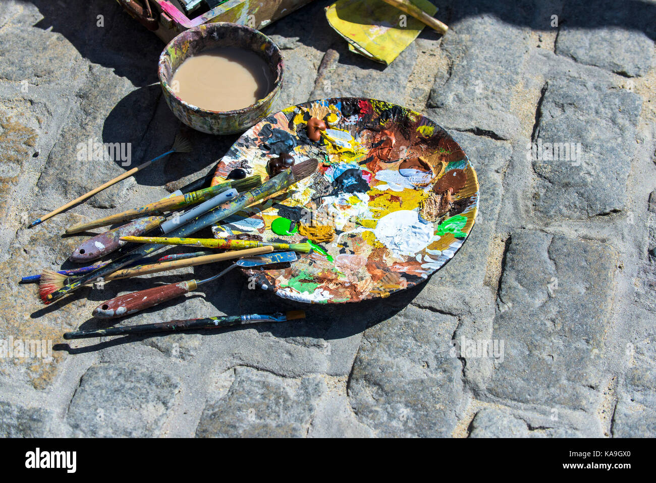 Acrylic paint - a plate used as an artists palette outdoors. - Stock Image