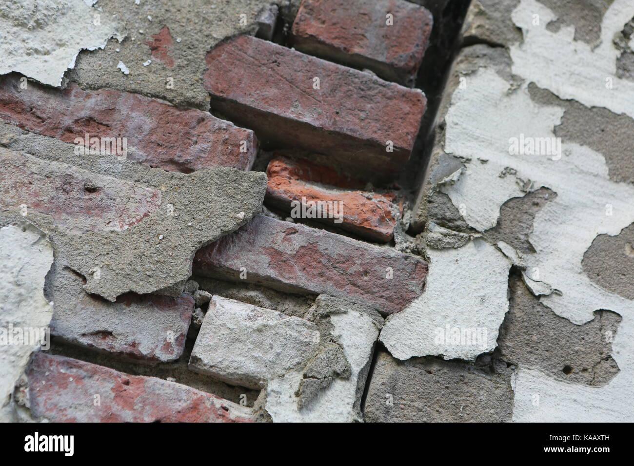 Masonry with exfoliated plaster - Mauerwerk mit abgeblättertem Putz - Stock Image