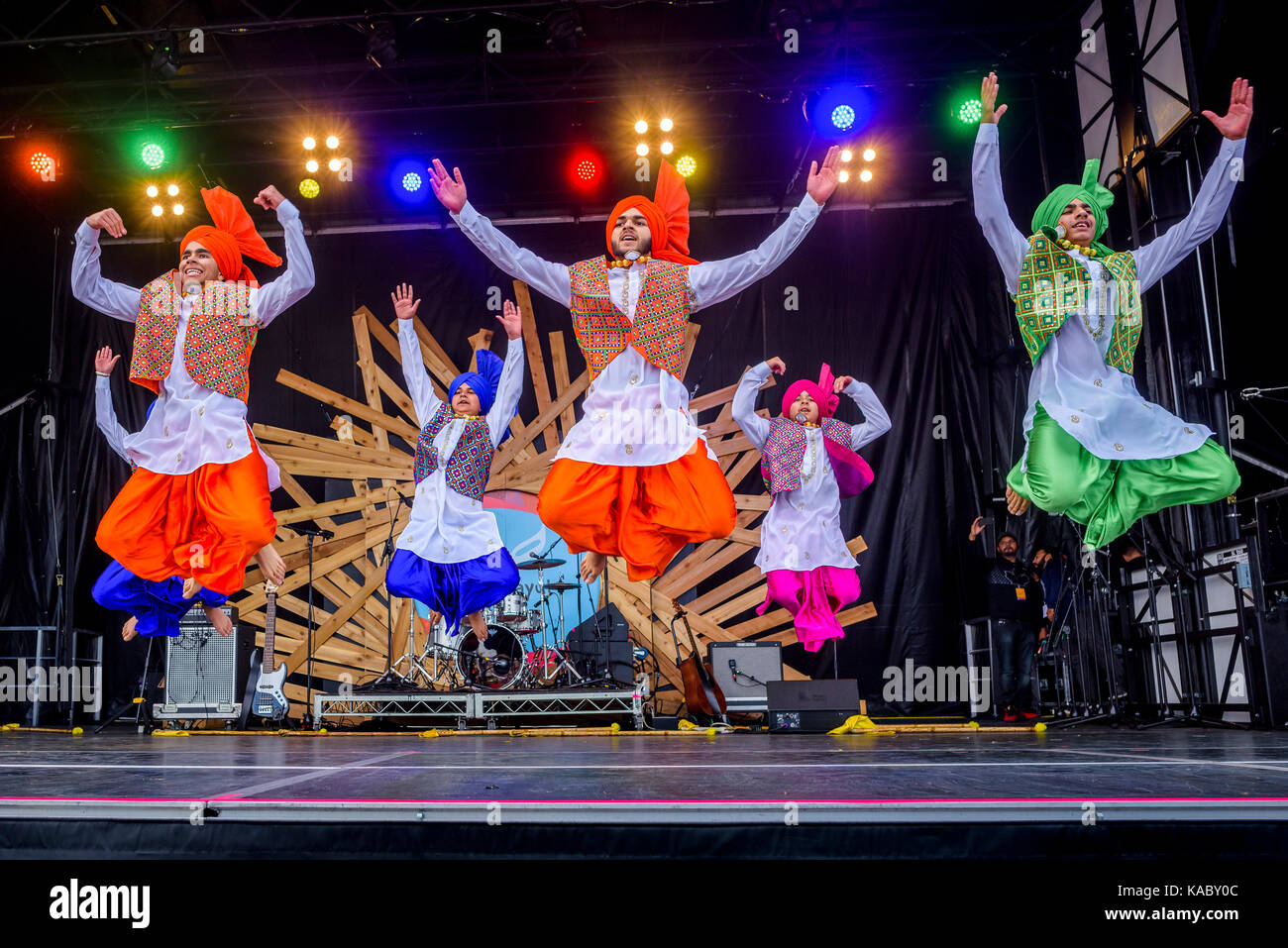 Punjabi Dance Stock Photos & Punjabi Dance Stock Images - Alamy