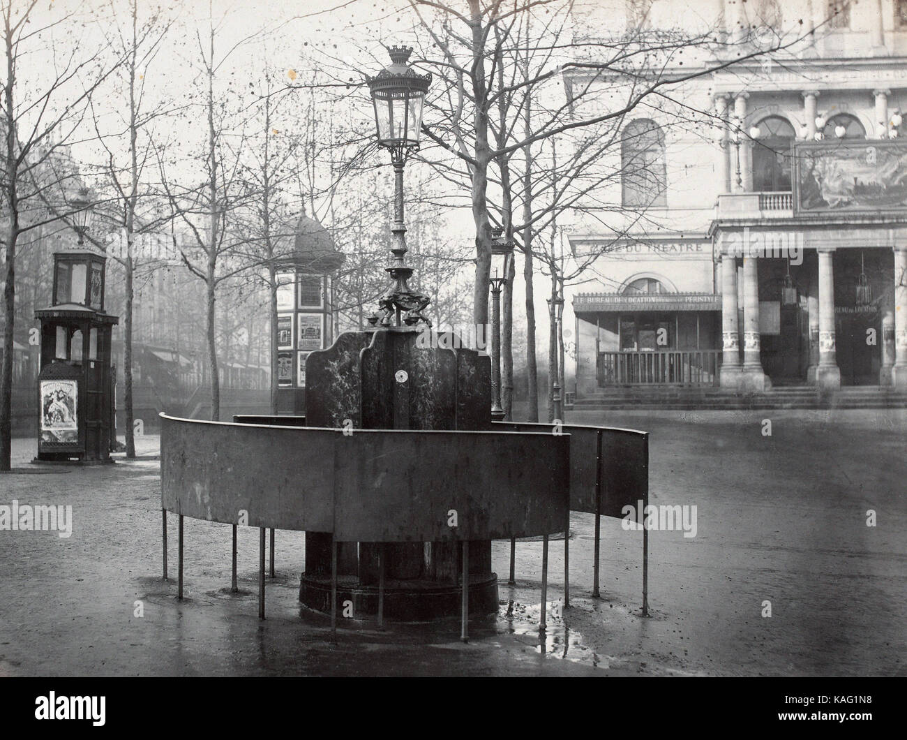 Charles Marville  - Urinoir système Jennings. Plateau de l'Ambigu. Paris Xe. Circa 1875 - Stock Image